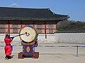 Gyeongbokgung Palast Palace drum (40037619944).jpg