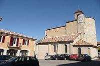Hôtel de ville et église à Saint-Geniès-de-Comolas.JPG