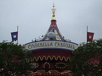 Prince Charming Regal Carrousel - Image: HKDL CINDERELLA CAROUSEL