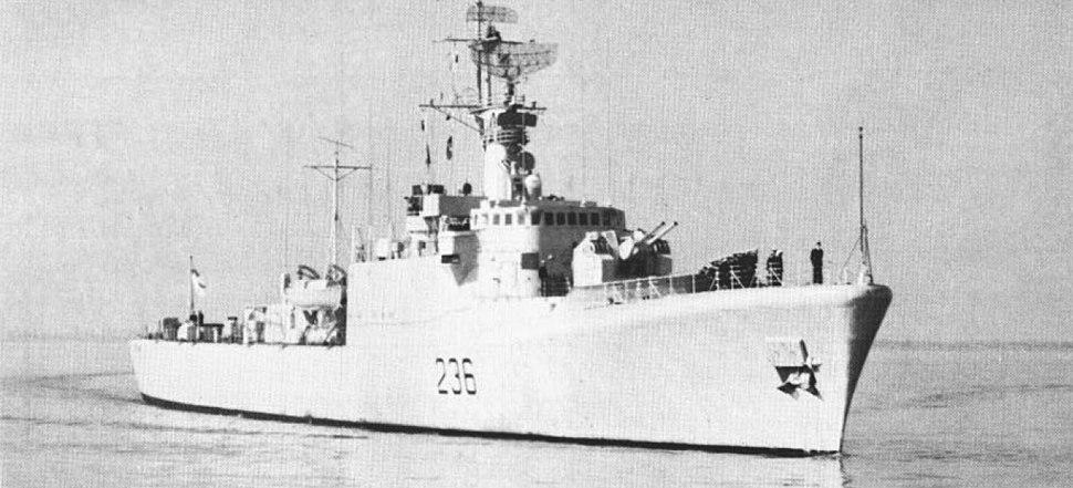 HMCS Gatineau (DDE 236) underway c1974