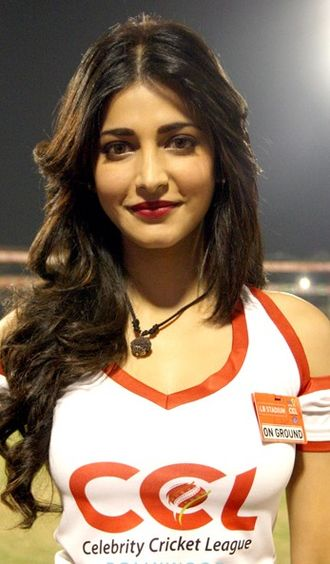 Celebrity Cricket League - Actress Shruti Haasan supporting Telugu Warriors by wearing the team's jersey.