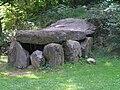 Hachenburg, Steinkistengrab aus Oberzeuzheim.JPG