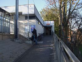 Hackney Central stn entrance.JPG