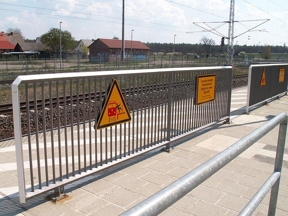 Hamburg berlin track platform barriers