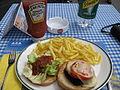 Hamburger mit pommes frites - Grindelwald, Schweiz.jpg