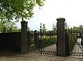Hekwerk van begraafplaats Sparrendreef in Vianen (Utrecht) 03.jpg