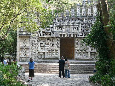 Reconstruction of the entrance to the Hochob temple in the National Museum of Anthropology Hochob Campeche - Rekonstruktion des Tempels.jpg