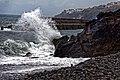 Hohe Atlantikwellen brechen sich am Strand von Santa Cruz (Madeira). 02.jpg