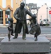 Plastikengruppe Engelbert Humperdinck mit Hänsel und Gretel auf dem Bürgermeister-Syree-Platz in Boppard von Jutta Reiss (Quelle: Wikimedia)