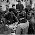 Igranje tombole v Kraju na trgu 1963.jpg