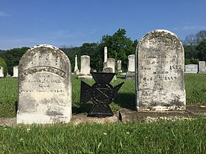 Isaac Parsons (American military officer) - Gravestones of Parsons (left) and his wife Susan Blue Parsons (right) at Indian Mound Cemetery in Romney