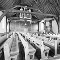 Interieur van de kerk, met o.a. preekstoel, Tiengebodenbord en bord met de Twaalf artikelen van het geloof - Lopikerkapel - 20401809 - RCE.jpg