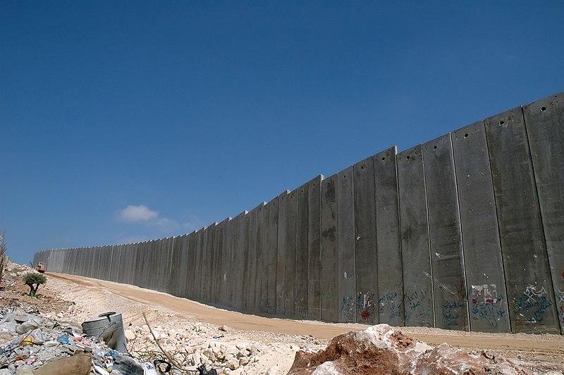 Ficheiro:Israeli West Bank Barrier.jpg