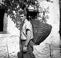 Ivan Ferjančič z oprtim košem za sadje, oglje, turšco, Sanabor 1958.jpg