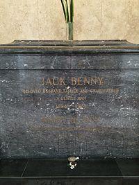 Jack Benny Grave.JPG
