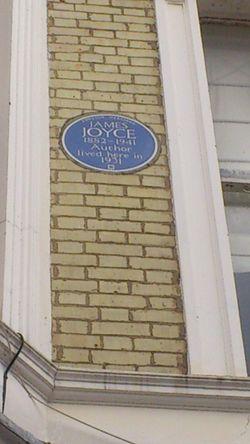 Photo of James Joyce blue plaque