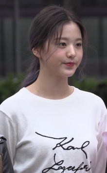 Jang Won-young at Music Bank on April 19, 2019.png