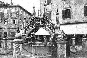 Javni mestni vodnjak v Kopru.jpg