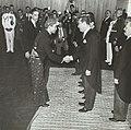 Juscelino Kubitschek recebe delegações estrangeiras - BR RJANRIO PH 0 FOT 00749 0021, Acervo do Arquivo Nacional.jpg