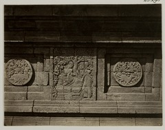KITLV 28290 - Isidore van Kinsbergen - Relief with part of the Ramayana epic on the north side of Panataran, Kediri - 1867-02-1867-06.tif