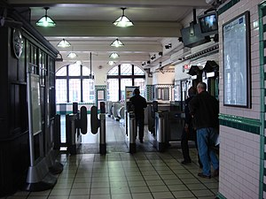Kilburn Park tube station - Image: Kilburn park tube ticket hall