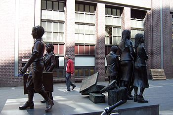 English: Kindertransport Memorial in front of ...