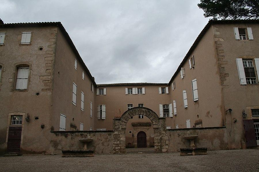 Lézignan-la-Cèbe (Hérault) - façade du château.