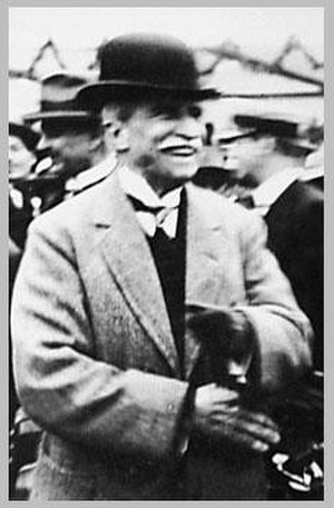 Augusto B. Leguía - Lejía at a horse racing event. (1924)