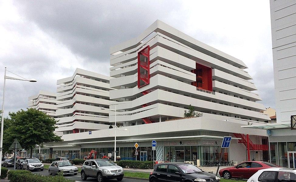 Immeuble du promoteur, la coopérative HLM, LE COL à Anglet, signé de l'architecte bordelais Agence Larroque. Les 2/3 de l'immeuble sont dévolus à de l'accession sociale et 1/3 en locatif social.