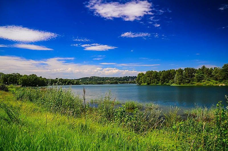 Lac des Eaux Bleues une journée d'été.jpg