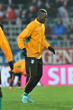Lacina Traoré - Traoré training for the national team before his debut.