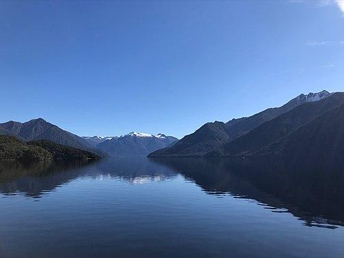 Lake Manapouri New Zealand.jpg