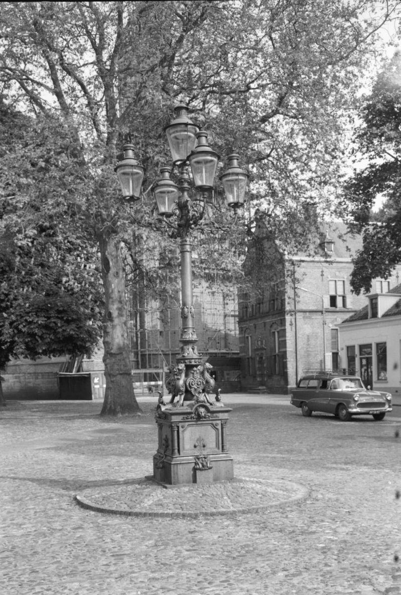Gietijzeren lantaarnpaal met vijf gaslantaarns van het for De lantaarn rotterdam