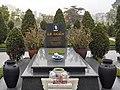 Le Duan's grave.jpg