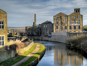 University Technical College Lancashire - Image: Leeds and Liverpool Canal, Burnley (geograph 4376881)
