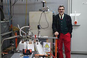 Leopoldo Soto Norambuena - Image: Leopoldo Soto en su laboratorio