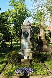 Grave, Brunswick (Source: Wikimedia)