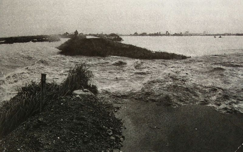 ファイル:Levee collapse of Nagara river.jpg