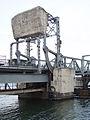 Lidingöbron gamla klaffmekanik jan 2008.jpg