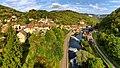 Lods, vue générale du village dans la vallée de la Loue.jpg