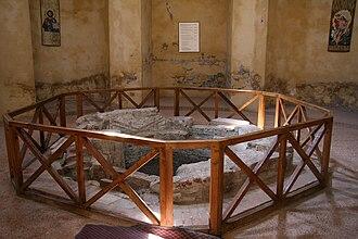 Lomello Baptistery of San Giovanni ad Fontes - Remains of the baptismal font.