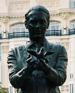 Federico García Lorca - Statue of Lorca in the Plaza de Santa Ana, Madrid