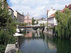 Lubiana centro lungo il fiume