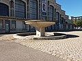 Lyon 7e - Halle Tony Garnier, fontaine (1).jpg