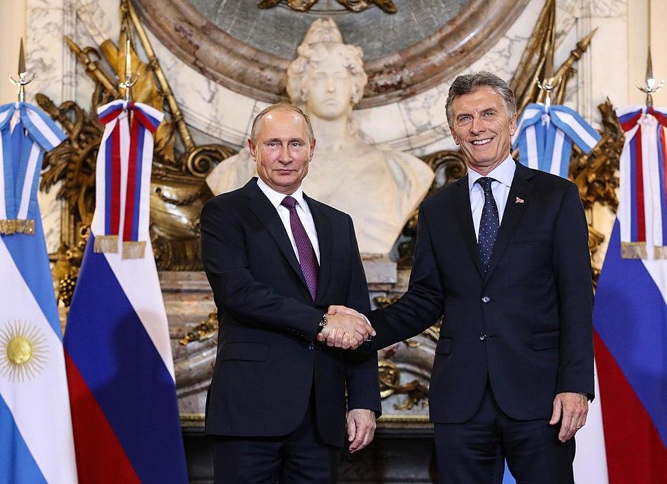 Macri putin shaking hands