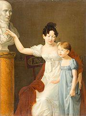 Madame Jean-Pitre Guillon et sa sœur, devant le buste de leur père le Docteur Lobinhes, médecin des Filles de France