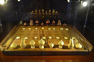 Makruk - Makruk Thai set 200 years before 2012 which Bia are made from shells