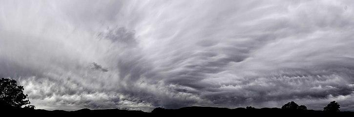Mammatus cloud panorama02.jpg
