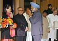 Manmohan Singh being seen off by the UPA Chairperson Smt. Sonia Gandhi and his Cabinet Colleagues before his departure for Philippines to attend the 5th India-ASEAN Summit and the 2nd East Asia Summit, in New Delhi.jpg