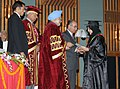 Manmohan Singh presenting the certificate & gold medal to one of the awardees during the 5th Convocation of the Sher-e-Kashmir University of Agriculture Sciences and Technology of Kashmir, in Srinagar, Jammu & Kashmir (1).jpg